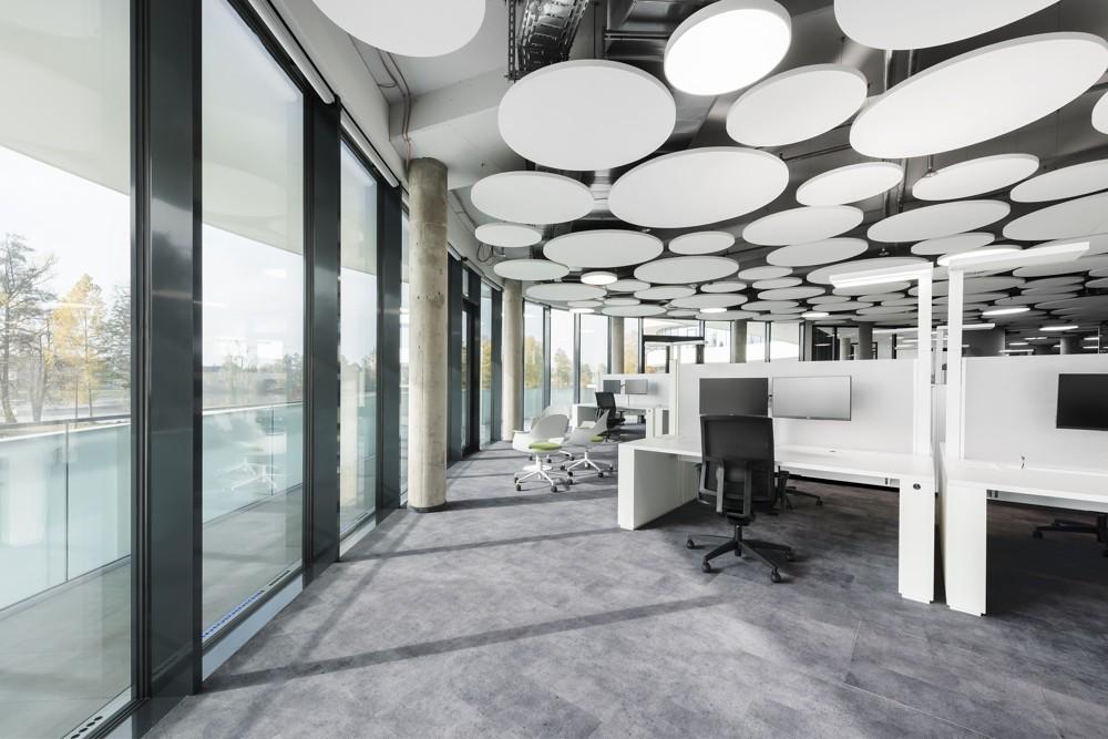 Zur minimalistischen Gestaltung des Innenraumes passten PLANKX by TOUCAN-T in Sichtestrich-Optik als Bodenbelag. Abbildung: Uwe Mühlhäusser