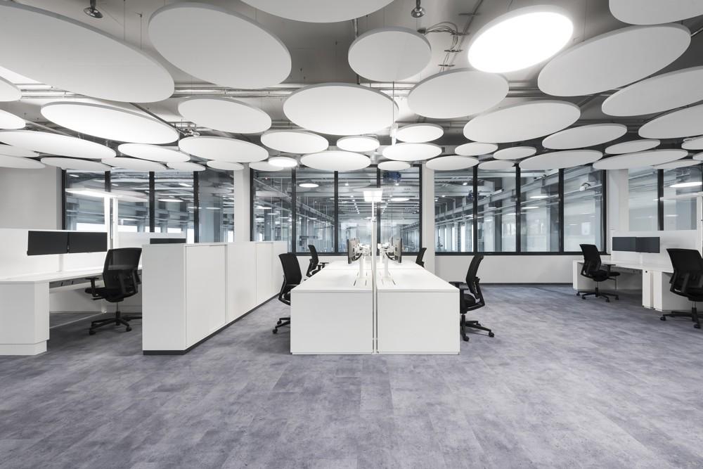 PLANKX gewährleisten mit den an der Decke angebrachten Akustikelementen hohen akustischen Raumkomfort. Abbildung: Uwe Mühlhäusser