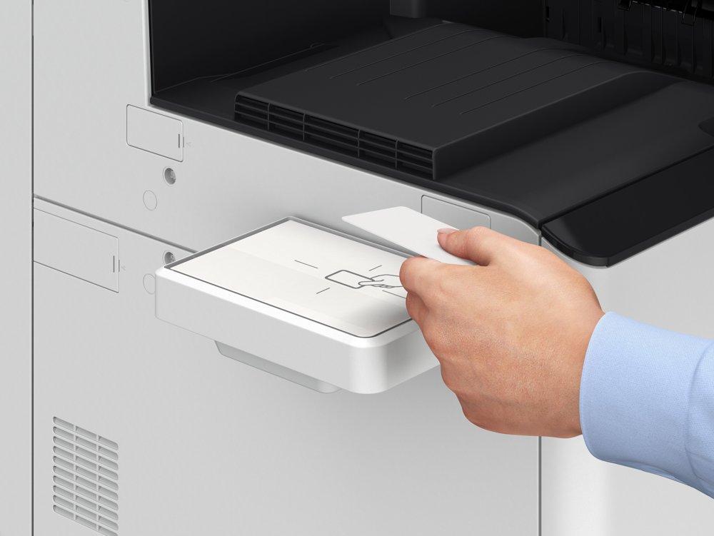 Mitarbeiter können den Ausdruck starten, indem sie sich per Chipkarte identifizieren. Abbildung: Canon