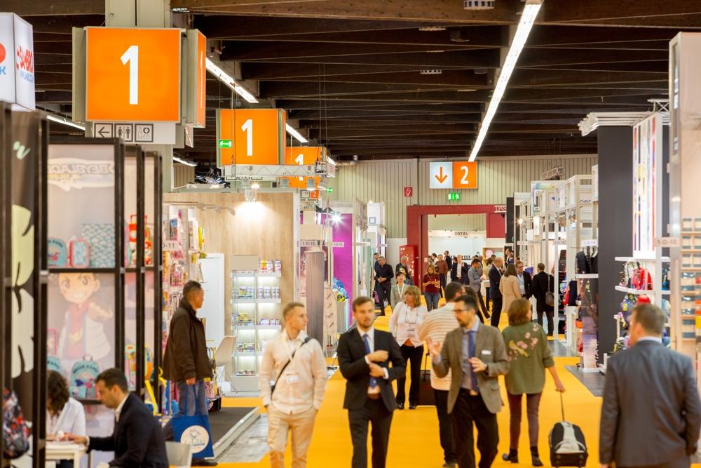 Auf 26.500 m2 zeigen Hersteller neue Produkte und Trends der PBS- und Kreativbranche. Abbildung: Spielwarenmesse eG/Christian Hartlmaier