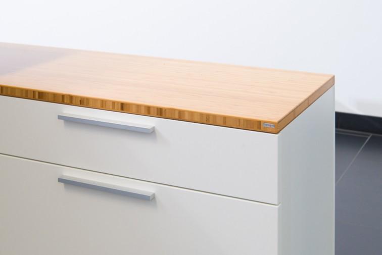 Die Lowboards bieten arbeitsplatznahen Stauraum. Abbildung: Leuwico
