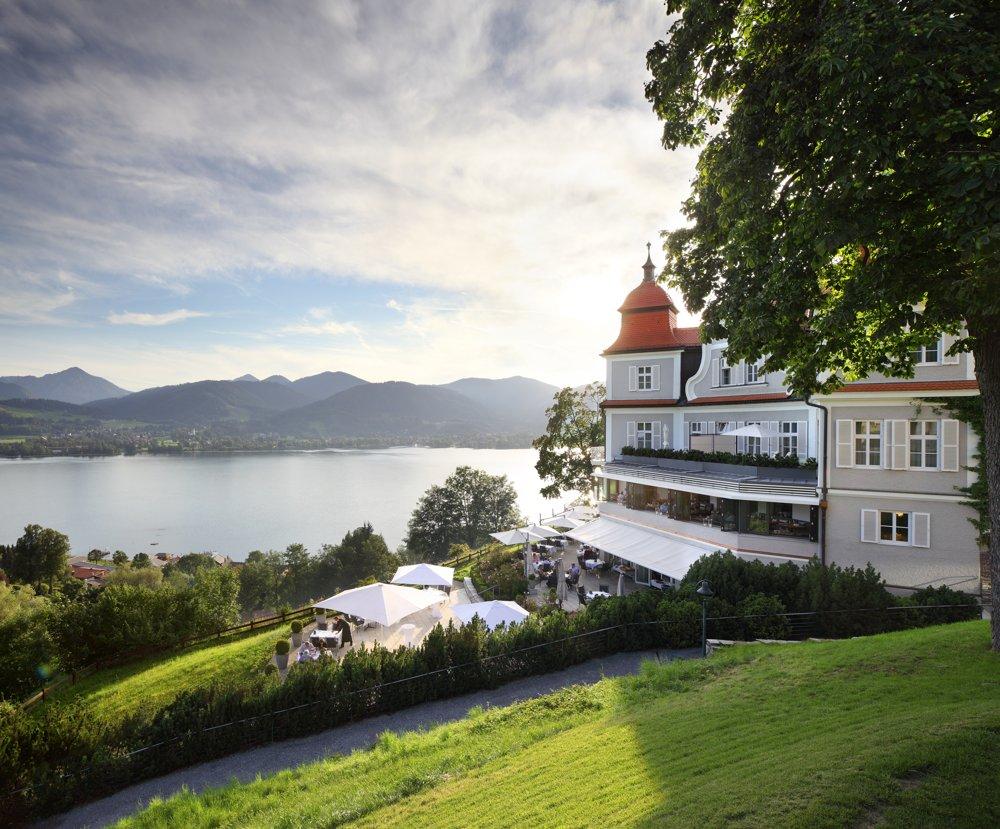 Druckmanagement In den Voralpen Bayerns gelegen: das Hotel Der Tegernsee.