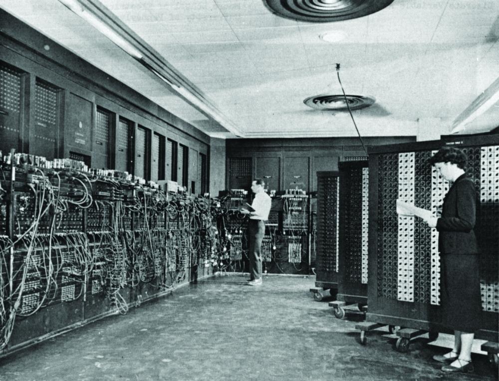 ENIAC half den USA, zur Weltmacht aufzusteigen. Er ist ein Meilenstein in der Entwicklung der modernen Computer. Abbildung: Wikimedia Commons/Stw