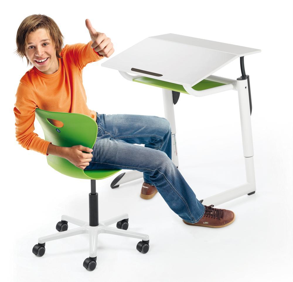 Der Tisch Genio und der Stuhl Agiro für ergonomisches Sitzen im Klassenzimmer. Abbildung: Mayr Schulmöbel