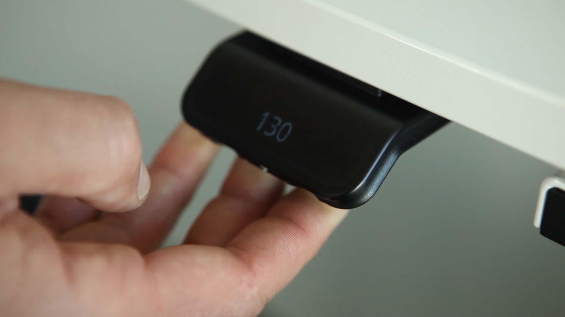 DPG kommt ohne Tasten aus und lässt eine Bedienung nur durch Kippen und Drücken zu. Abbildung: Linak