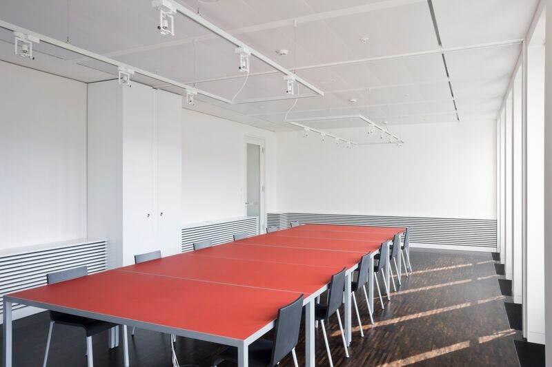 """Konferenztisch Schöner Tisch von IONDESIGN, ausgezeichnet in der Kategorie """"Office Furniture"""". Abbildung: IONDESIGN"""