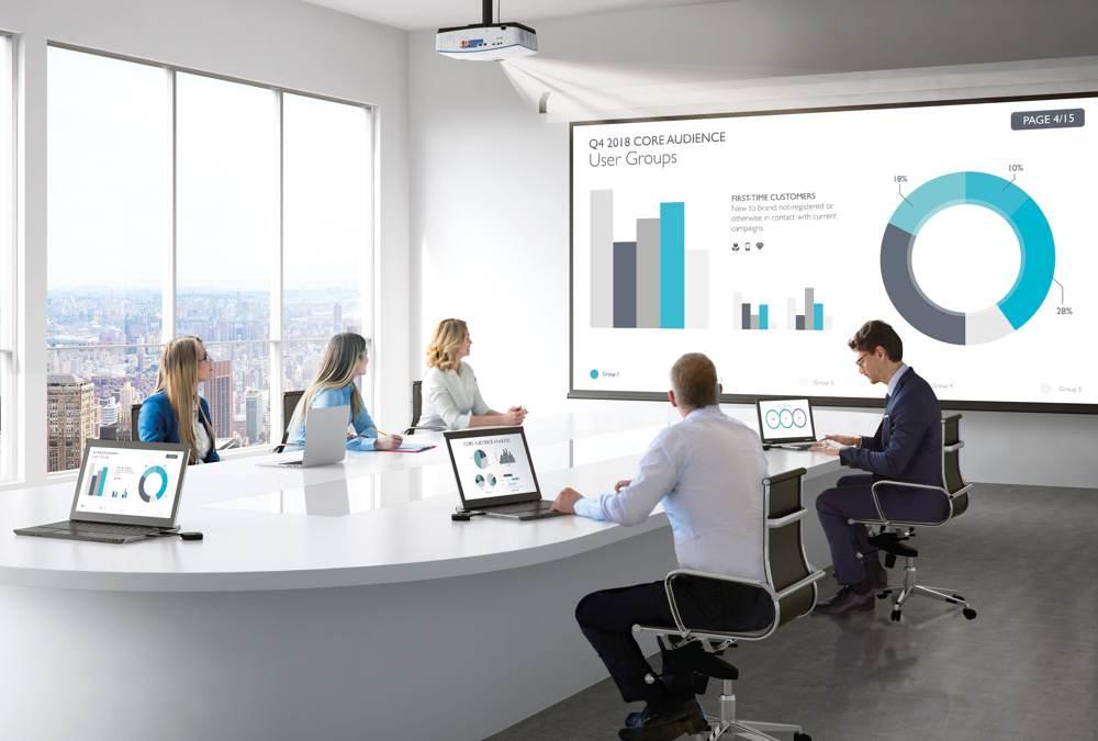 Fürs Meeting und die Darstellung von Infografiken geeignet: die Projektoren der L-Serie von BenQ. Abbildung: BenQ