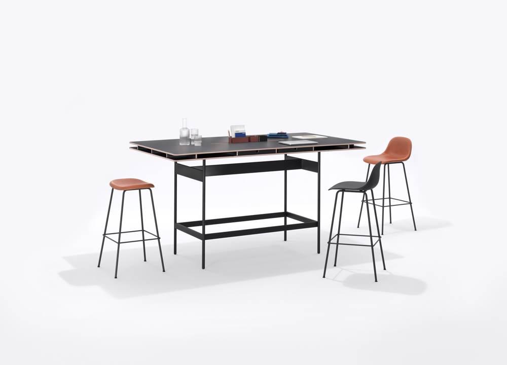Das neue High-Tischsystem aus der STUDIO-Familie eignet sich für informelle Meetings, spontane Besprechungen oder als individueller Steharbeitsplatz. Abbildung: Bene