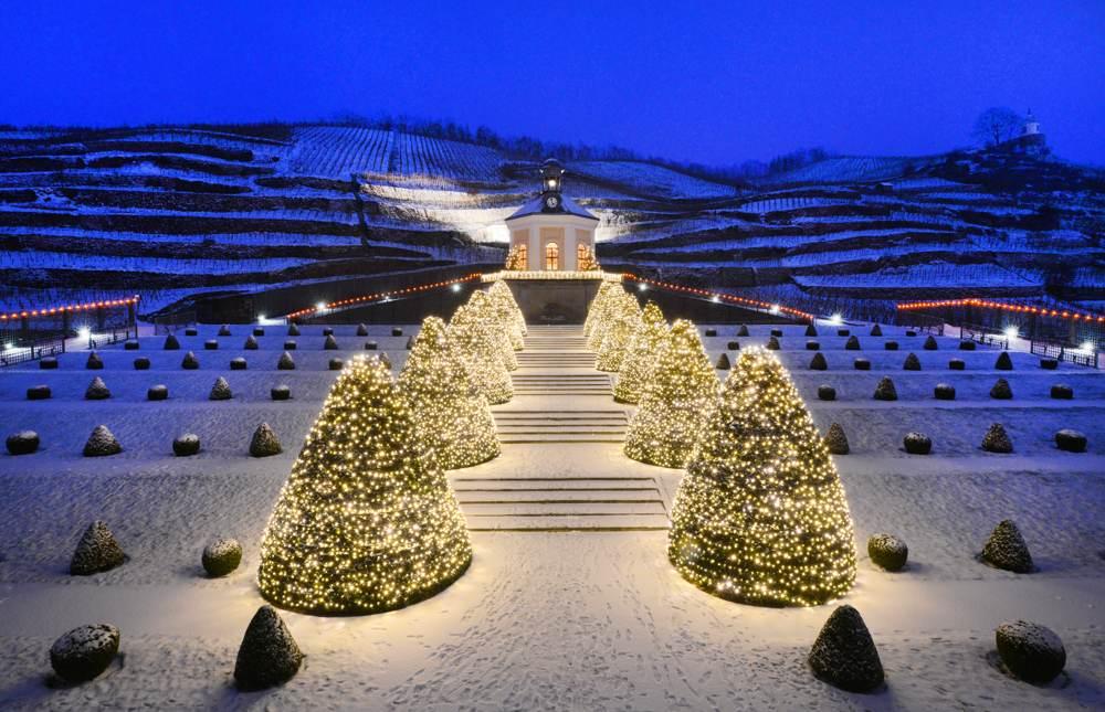 Schloss Wackerbarth zur Weihnachtszeit. Abbildung: Sächsisches Staatsweingut GmbH