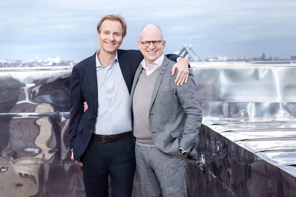 Dr. Hartmut Falter, Inhaber der Mayerschen Buchhandlung (rechts), und Michael Busch, Geschäftsführer von Thalia (links). Abbildung: Mayersche Buchhandlung