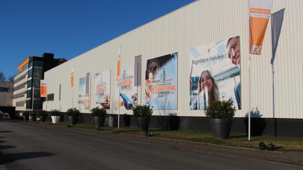 """Unter dem Motto """"Auf die Fläche, fertig, los!"""" präsentieren rund 120 Lieferanten auf der EK Fun in Bielefeld ihre Produkte. Abbildung: EK Servicegroup"""