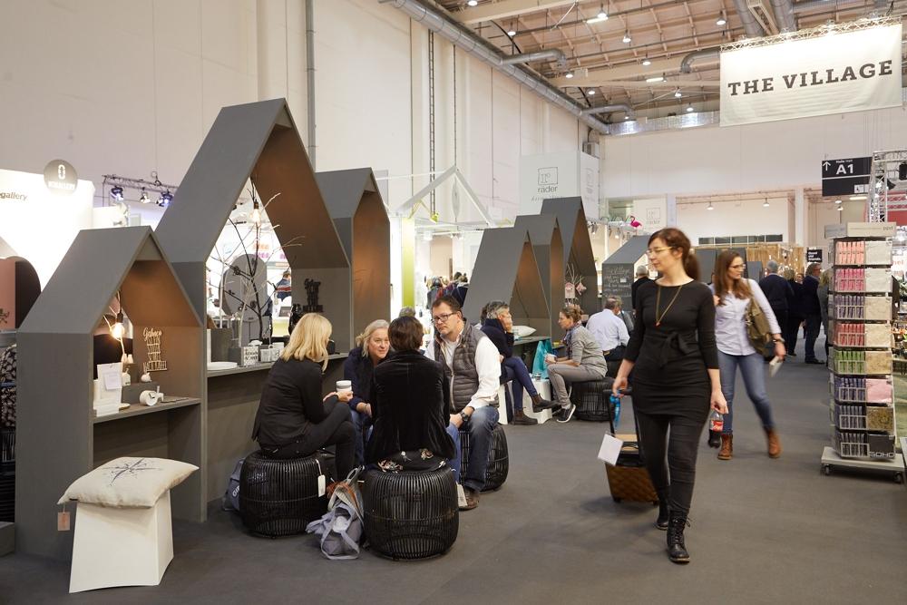 Das Village in der Halle A4 lädt ein zum Entdecken, Netzwerken und Entspannen. Abbildung: Messe Frankfurt GmbH/Jean-Luc Valentin