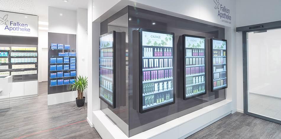 Statt realer Produkte werden den Kunden digitale Abbilder der Produkte auf großen Touchdisplays präsentiert. Abbildung: Becton Dickinson Rowa GmbH