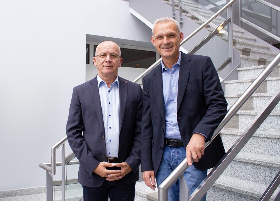Bilden gemeinsam mit CEO Mareks Peters das neue Führungsteam: Bernd Rossow, Vertriebsleiter Großkunden- und Projektgeschäft, und Dirk Krüger, Vertriebsleiter Großhandel. Abbildung: Esylux