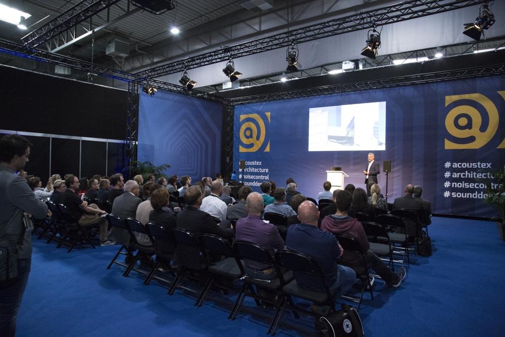 Das umfangreiche Rahmenprogramm der Acoustex beinhaltet unter anderem Vorträge und Konferenzen zum Thema Lärm in Büroumgebungen. Abbildung: Silvia Kriens