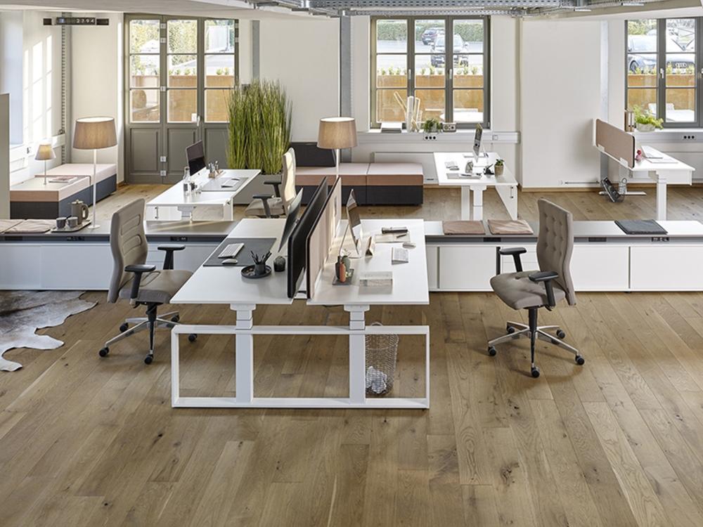 Offen und hell gestaltete Arbeitsflächen fördern die Kommunikation. Abbildung: Febrü