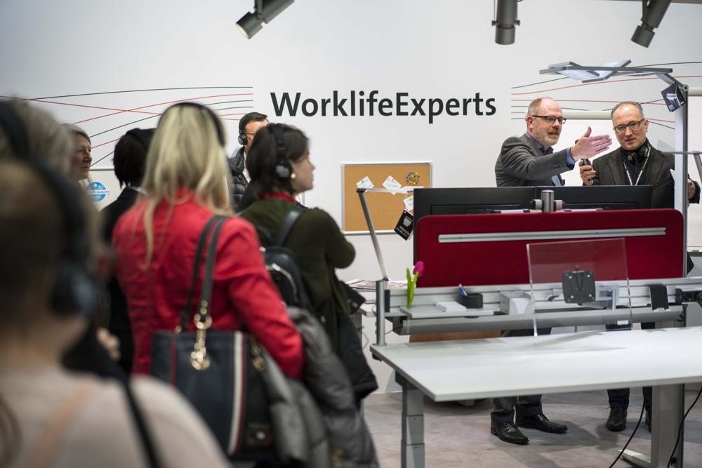 Experten zeigen smarte Produkte für moderne Büroarbeit. Abbildung: Messe Frankfurt GmbH/Robin Kirchner