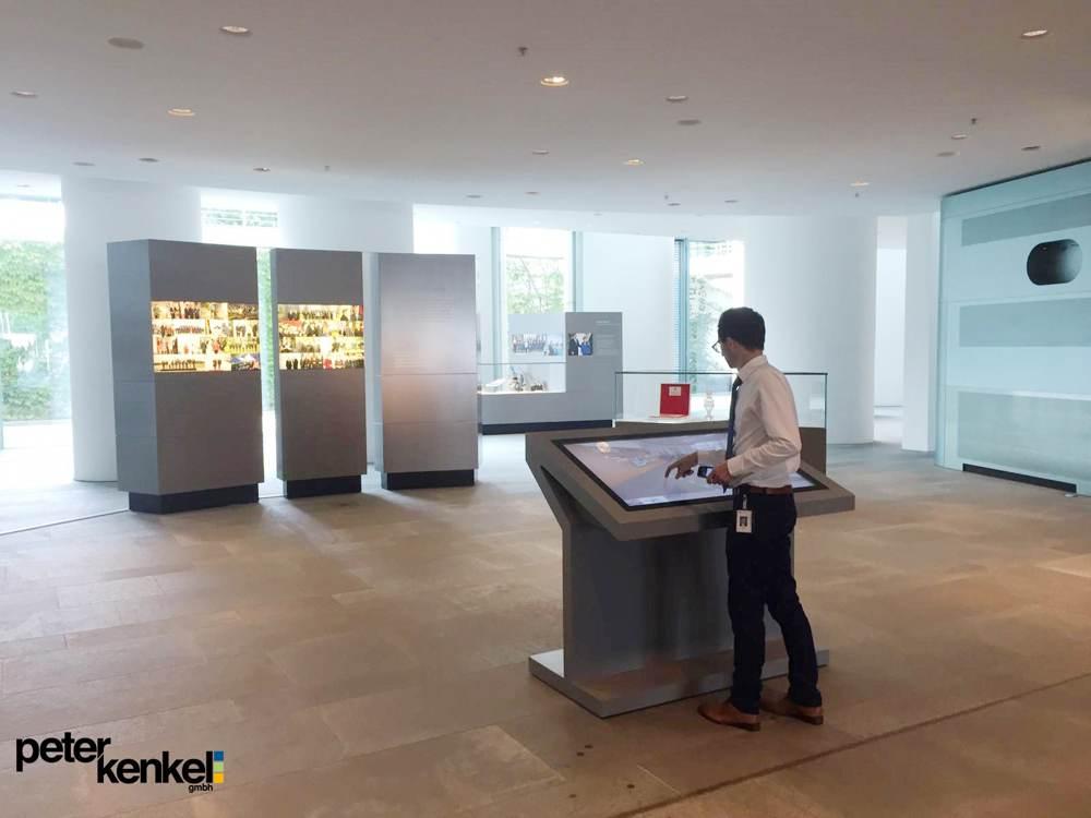 Die PK-Edge im Foyer des Kanzlerlamts. Abbildung: Peter Kenkel GmbH