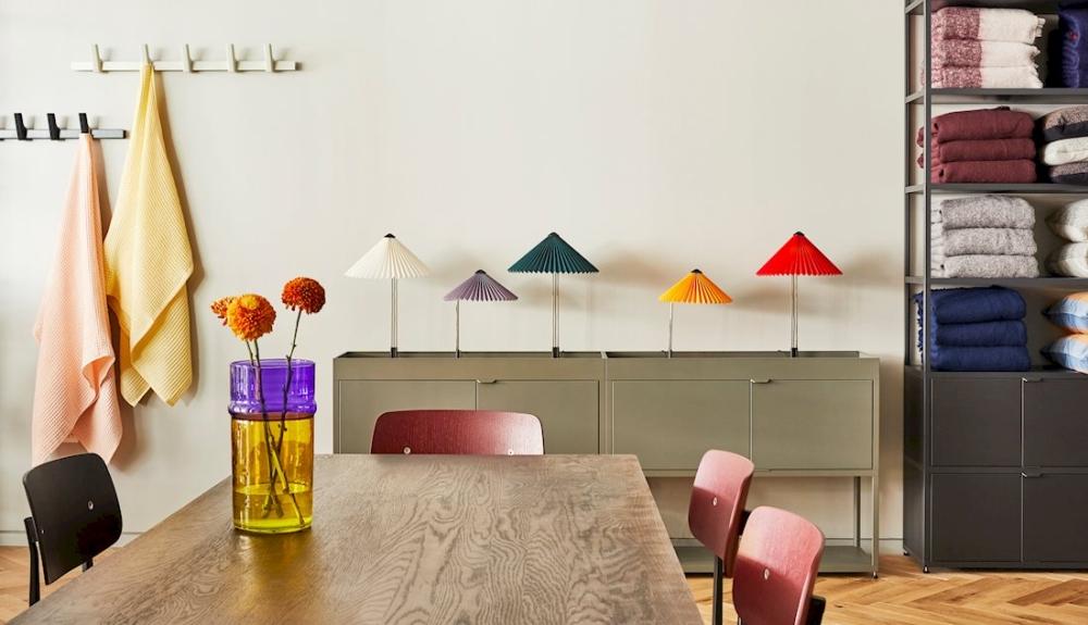 HAY produziert designorientierte Einrichtungsgegenstände mit einem Portfolio aus hochwertigen Möbeln und Accessoires. Abbildung: HAY