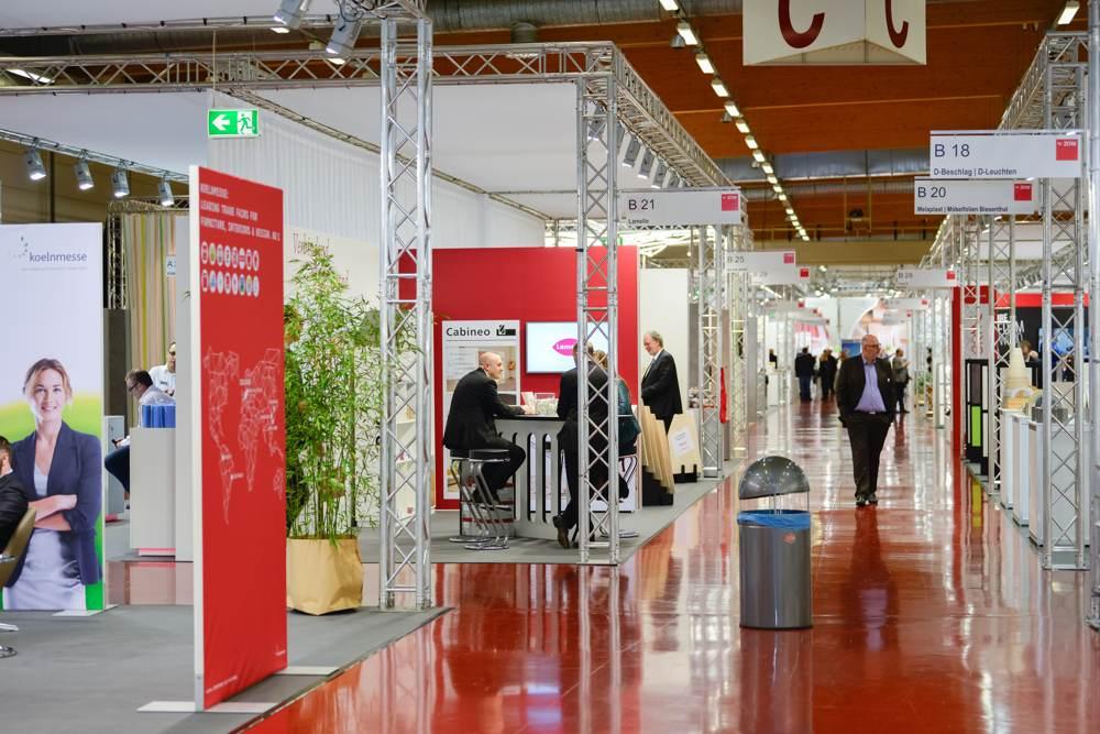 ZOW: Messe für Möbelindustrie in Werkstatt-Atmosphäre