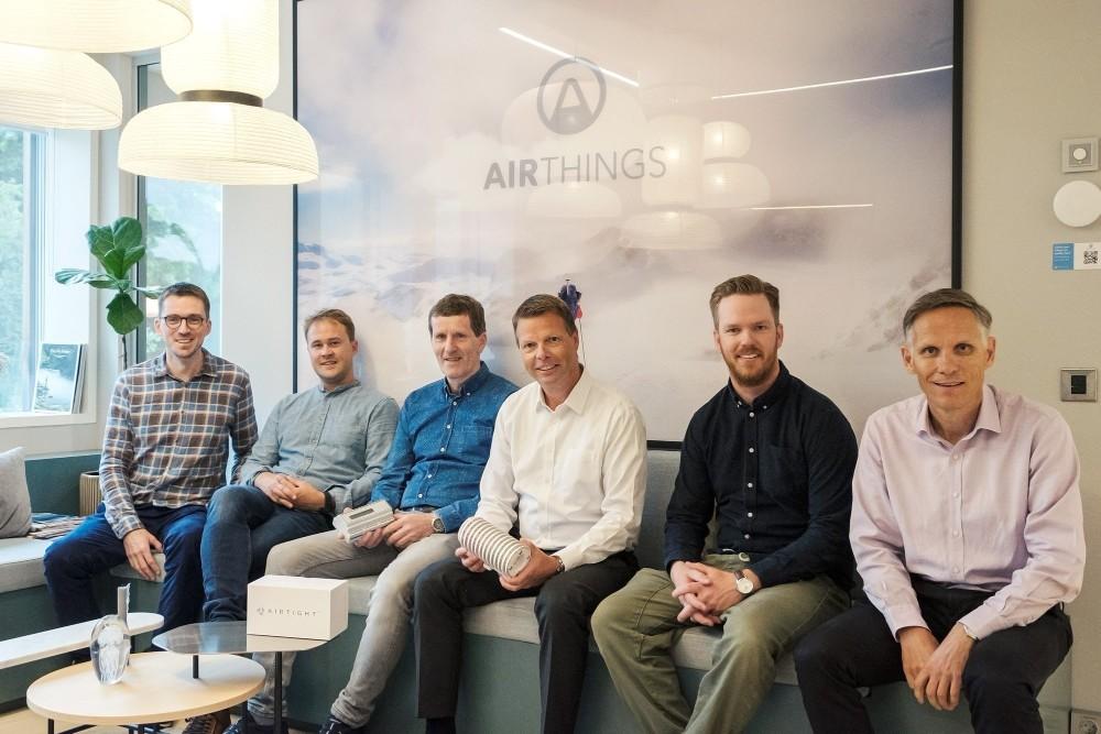 Die Geschäftsführungen von Airthings und Airtight bei Bekanntgabe der Übernahme. Abbildung: Airthings