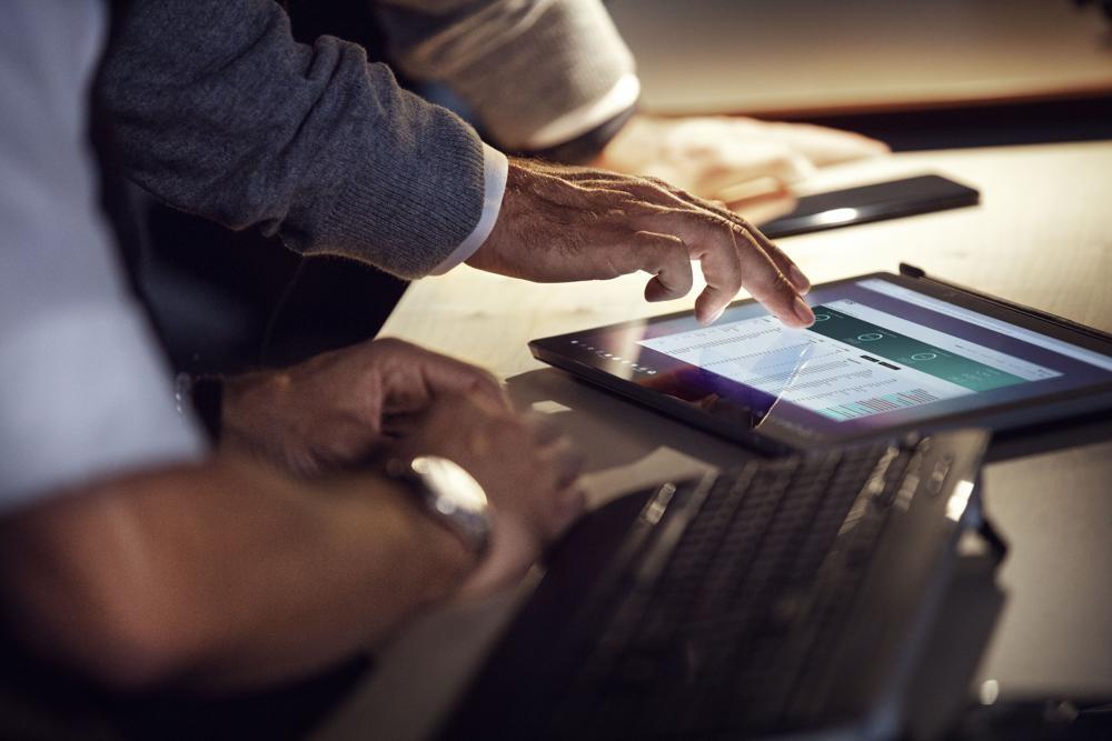 Die Kooperation zwischen EPOS und Dell soll die Kommunikation zwischen den Mitarbeitern verbessern. Abbildung: EPOS