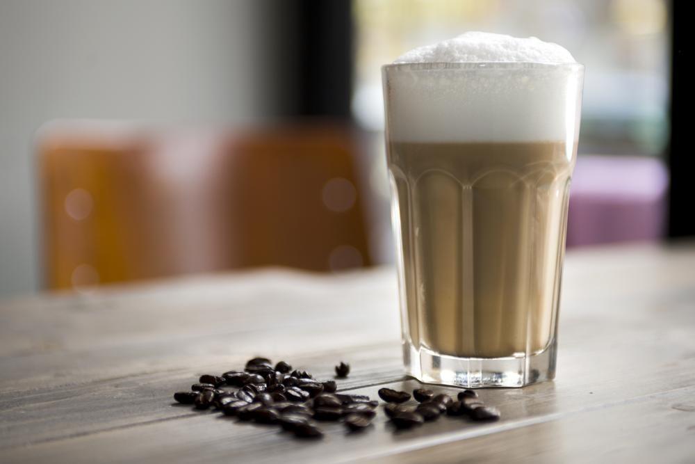 Milchkaffee, Espresso, Latte Macchiato: Auch 2020 waren Kaffee und Kaffeespezialitäten wieder das beliebteste Getränk der Deutschen. Abbildung: Deutscher Kaffeeverband/Bento Stachowske
