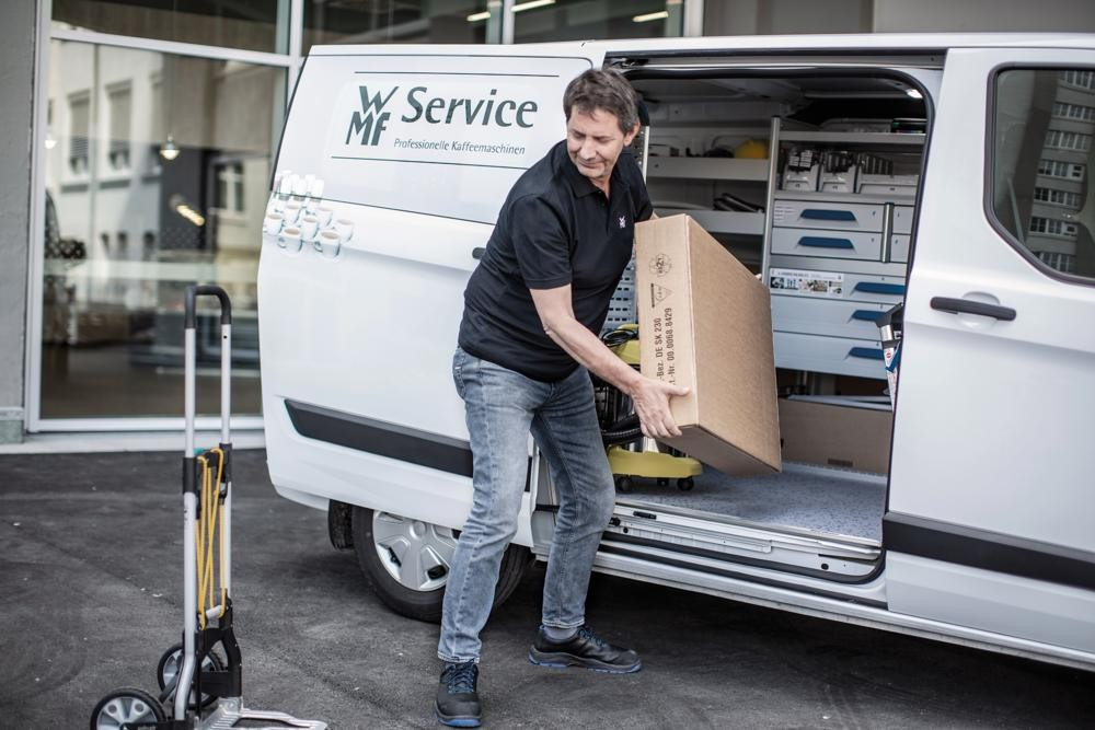 Service-Mitarbeiter garantieren den reibungslosen Ablauf des täglichen Geschäfts der WMF-Kunden. Abbildung: WMF
