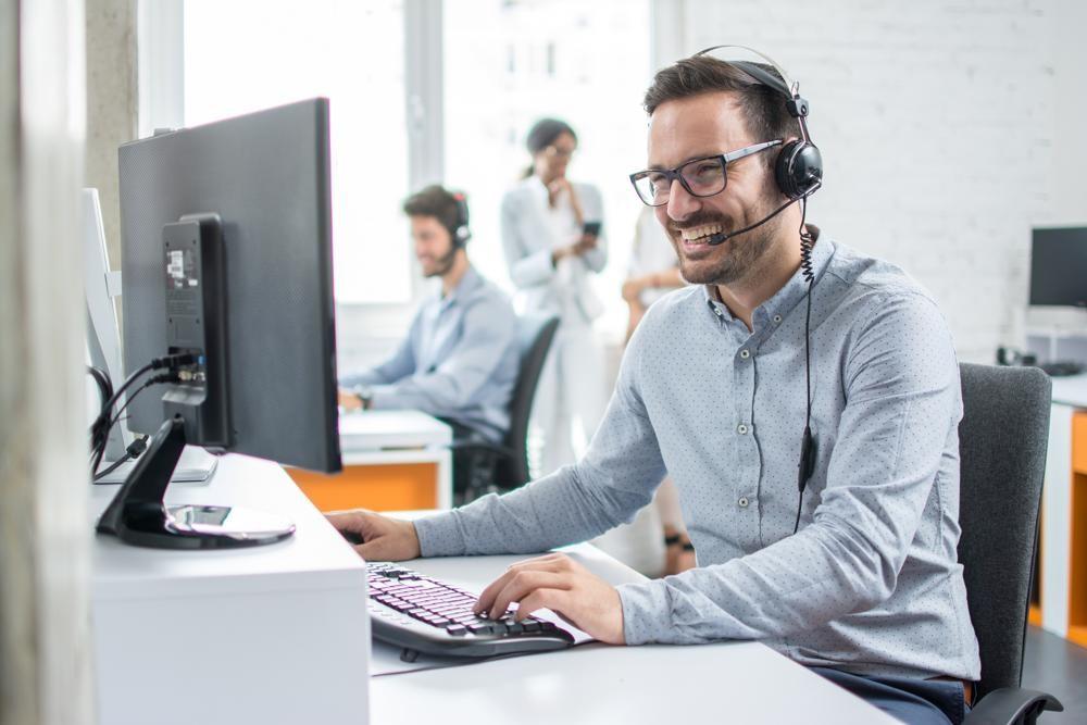 Die Migration zu digital gestützter Telefonie sorgte während der Pandemie für reibungslosen Kundenkontakt. Abbildung: Bojan89/istock.com/IT-Improvement