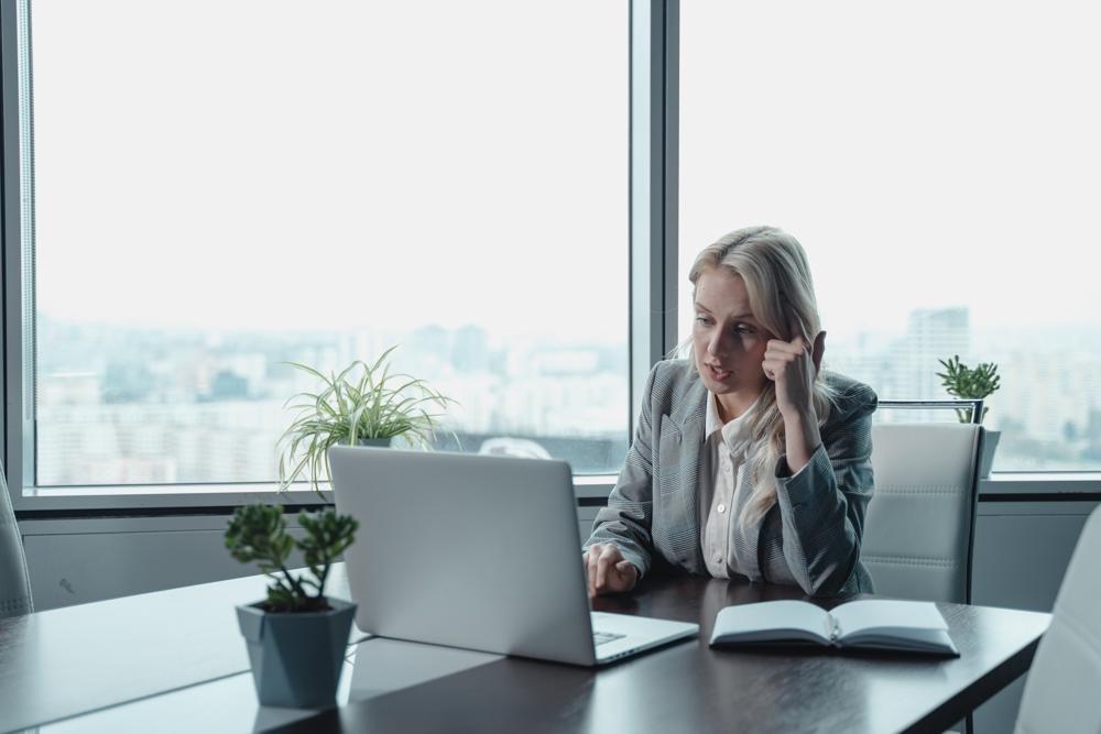 Mit Beginn der Pandemie mussten sich viele Unternehmen und Mitarbeiter auf digitale Kommunikation einstellen. Abbildung: Tima Miroshnichenko, Pexels