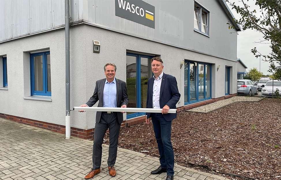 Thomas Zahl, Geschäftsführer Glamox Deutschland und Friedrich Habben, Gründer der Wasco GmbH. Abbildung: Glamox