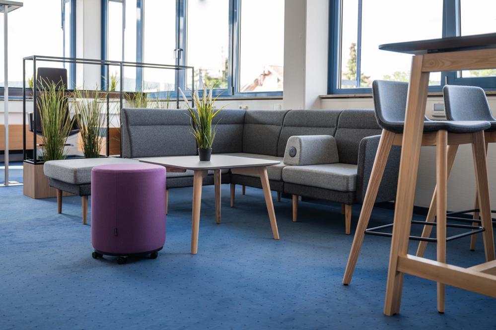 Lounge-Möbel für informelle Meetings und Aufenthaltsräume. Abbildung: Narbutas